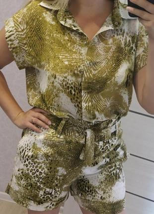 Стильный летний костюм,блуза+ шорты,шикарное качество,размер 50.