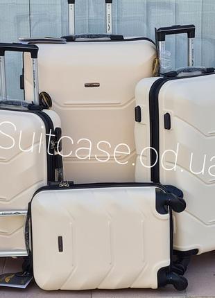 Прочный надежный дорожный чемодан