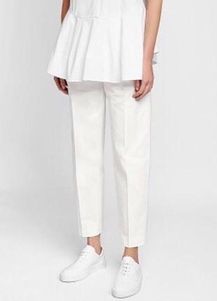 Белоснежные стильные укороченные брюки чинос