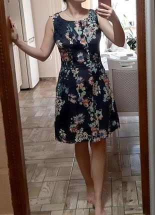 Красивое хлопковое платье в цветочный принт