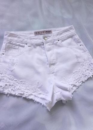 Шорты джинсовые белые с высокой посадкой, 100 % котон.