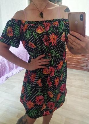 Короткое платье свободного кроя в цветы