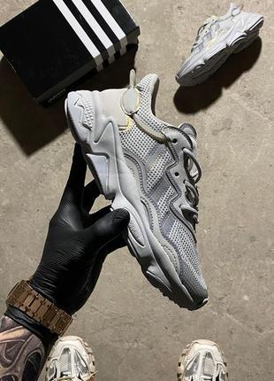 Женские кроссовки adidas ozweego grey silver.