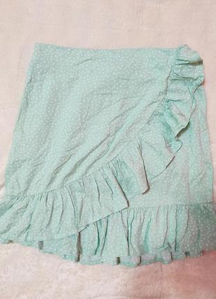 Короткая юбка в горошек ментолового цвета с рюшами воланами