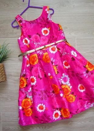Очень  красивое платье  на 7  лет, длина   74  см.