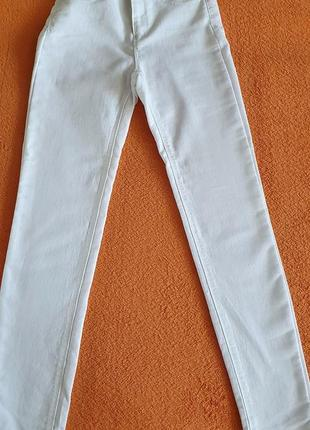Продам белые джинсы на девушку