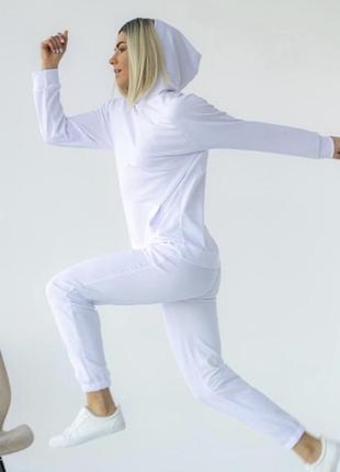 Новый белый спортивный костюм с биркой
