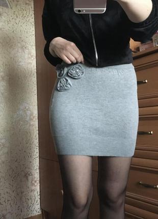 Серая юбочка от kira plastinina, приталенная мини юбка серый меланж