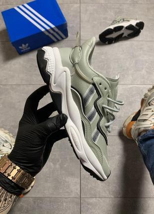 Женские кроссовки adidas ozweego lite gray.
