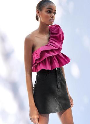 Топ блуза розовый малиновый ассиметричный на одно плечо с оборками рюшами zara
