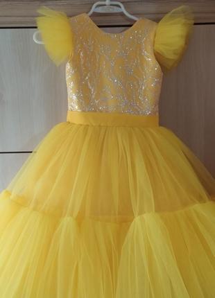 Яркое пышное платье для принцессы