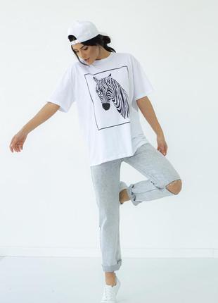 Женская белая футболка с рисунком зебры1 фото