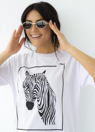 Женская белая футболка с рисунком зебры2 фото