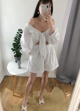 Белый льняный костюм топ и шорты