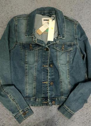 Продам классическую джинсовую куртку1 фото