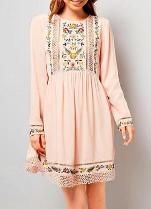 Шикарное вискозное платье с вышивкой1 фото