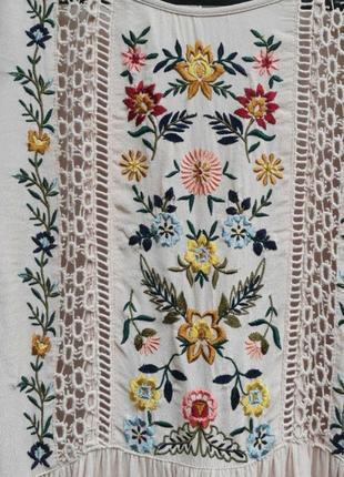 Шикарное вискозное платье с вышивкой5 фото