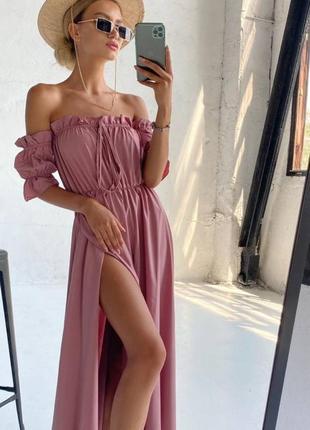 Легкое платье миди с разрезом открытыми плечами