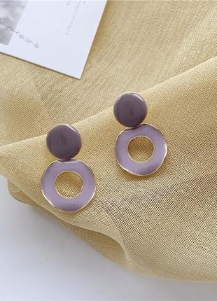 Небольшие серьги с эмалью нежно сиреневого цвета