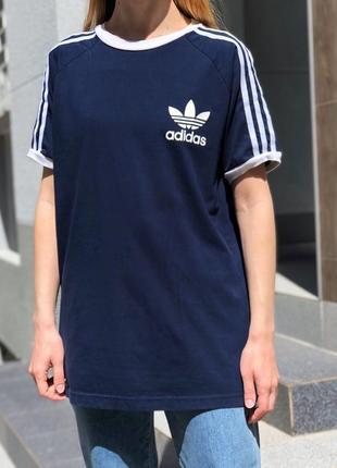 Оверсайз футболка с лампасами и лого adidas оригинал