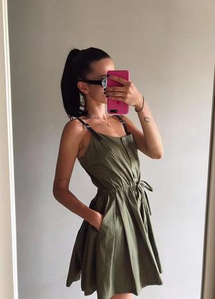 Вечернее,короткое платье цвета хаки