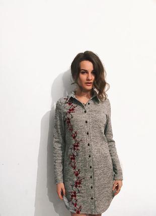 Тёплое платье рубашка с вышивкой сакура