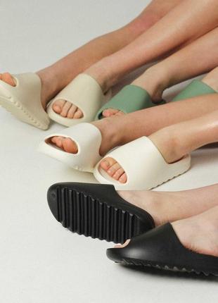 Шлепки шлепанцы сланцы слайды черные синие в стиле adidas yeezy slide 35-41