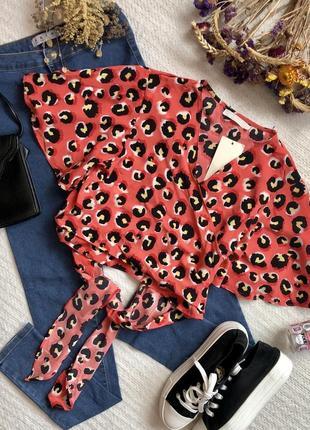 Новая укорочённая блуза с принтом на завязках