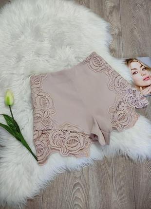Женские короткие шорты с кружевом