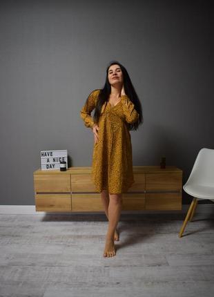 Горчичное платье в пятнышко new look размер м
