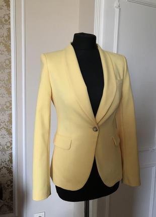 Красивый пастельно желтый пиджак оригинал zara