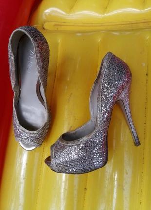 Нарядные босоножки святкові туфлі