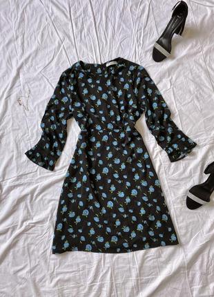Платье мини вискозное чёрное с синими цветами