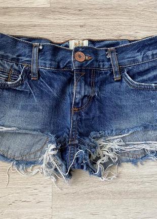 Продам джинсовые шорты