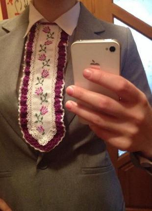 Вишита жіноча краватка