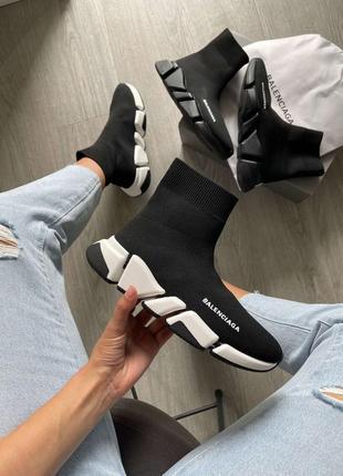 Женские, мужские кроссовки от известного дома моды