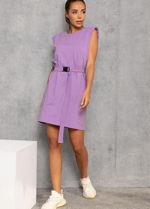 Сиреневое трикотажное платье с плечиками