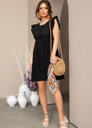 Черное коттоновое платье с перфорацией и рюшами