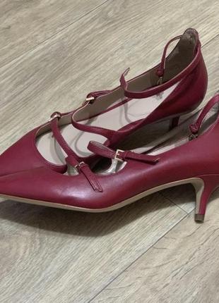 Новые туфли на низком каблуке кожа