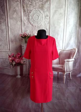 Стильное платье свободного кроя красное