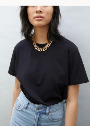 Базова чорна футболка