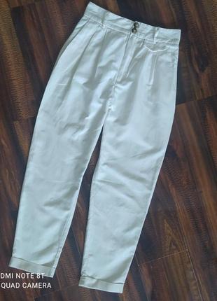 Трендовые брюки с завышенной талией от mango