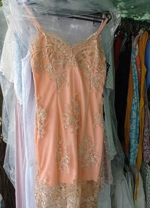 Вечернее платье с вышивкой 38р