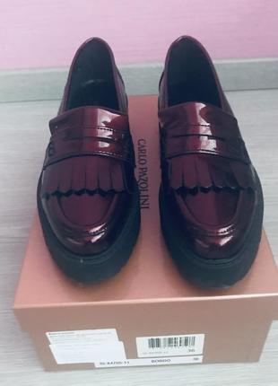 Лаковые кожаные лоферы carlo pazolini размер 36, цвет бордо
