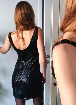 Чёрное коктейльное короткое платье с пайетками reserved