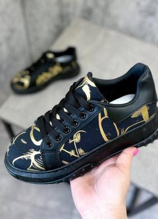 Кроссовки золотисто-чёрные