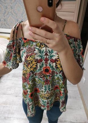 Шикарная актуальная блуза открытые плечи с рюшами