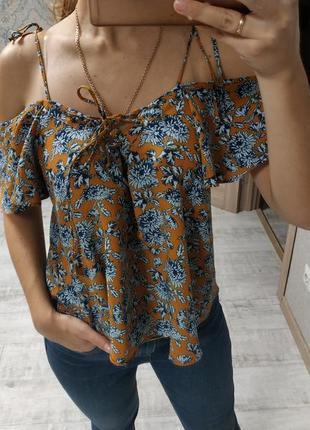 Шикарная актуальная блуза с завязками рюшами открытыми плечами