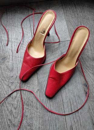 Босоножки на завязках , мюли на каблуке  prada