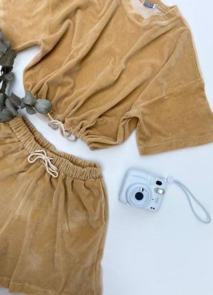 Велюровый летний костюм оверсайз с шортами